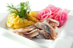 Plats de poisson froids - poissons avec la pomme de terre Images stock