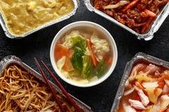 Plats ? emporter chinois Soupe ? boulette de Wonton de porc, poulet de boeuf, doux et aigre d?chiquet? croustillant d'ananas, nou images libres de droits