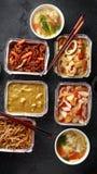 Plats ? emporter chinois Soupe ? boulette de Wonton de porc, poulet de boeuf, doux et aigre d?chiquet? croustillant d'ananas, nou photos libres de droits