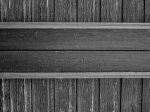 Plats en bois sur le mur minable âgé, noir et blanc image libre de droits