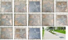 Plats en bronze d'étoile avec les noms des stars de cinéma et de l'avenue russes d'étoile des acteurs de film près de la place ce photos stock