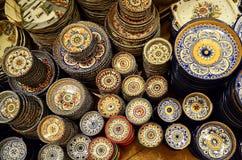 Plats en céramique avec le divers totem Photos libres de droits