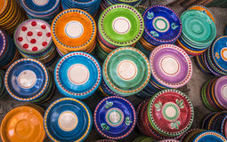 Plats en céramique colorés Photos libres de droits