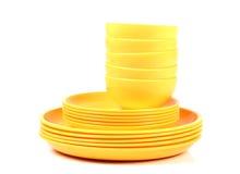 Plats et cuvettes jaunes Photo stock