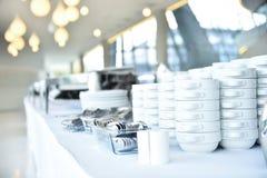 Plats et plats de restauration avant événement image stock