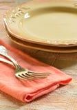 Plats et fourchettes rustiques Image stock