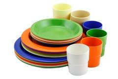 Plats et tasse colorés Photos libres de droits