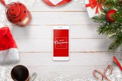 Plats för hjältetitelradjul med mobiltelefonen i mitt med meddelandet för glad jul Royaltyfri Bild