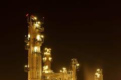 Plats för natt för petrokemisk bransch för oljeraffinaderi Royaltyfri Foto