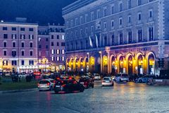 Plats för piazzaVenezia natt, Rome, Italien Arkivbild