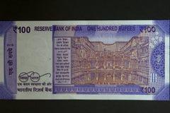 Plats för Rani Ki Vav unesco-worldheritage på ny 100 rupie sedel royaltyfri fotografi