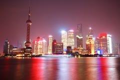 Plats för Shanghai stadsnatt Royaltyfri Fotografi