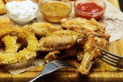 Plats frits de viande avec de la sauce Photographie stock