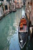 Plats med gondolen i Venedig, Italien Royaltyfri Bild