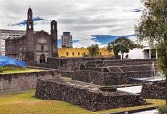 Plats Mexico - stad Mexico för kulturer för Plaza tre Aztec Arkivbilder