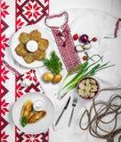 Plats nationaux pour le dîner, crêpes, zrazy, boulettes Image libre de droits