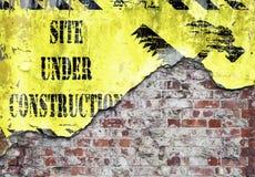 Plats under den Grungy väggen för konstruktion Arkivbild