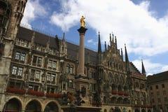 Platsen av stadshuset på Marienplatzen i Munich Royaltyfri Foto