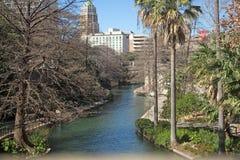 Platsen längs floden går Arkivbilder