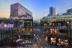 Platser för Beijing shoppinggallerianatt fotografering för bildbyråer