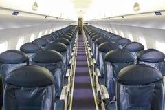 Platser i ett tomt flygplan fotografering för bildbyråer