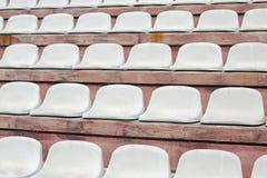platser på stadionblekare med inga personer för mötespoen Royaltyfria Bilder