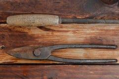Plattång och sax för metall royaltyfri foto