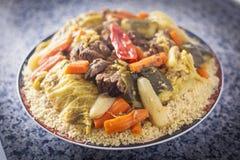 Platta av couscous med grönsaker Arkivbilder