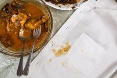 Platta av den fega och vita skjortan för curry med curryfläck Fotografering för Bildbyråer