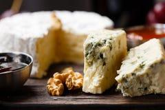 Platta av den franska ostnärbilden arkivfoton