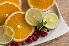 Platta av frukt med apelsinen Royaltyfri Fotografi