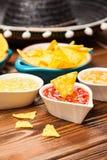 Platta av nachos med olika dopp Royaltyfri Fotografi