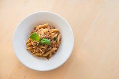 platta av pasta som isoleras på vit Royaltyfria Bilder