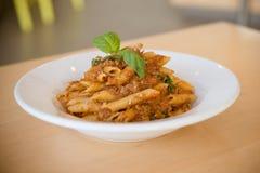 platta av pasta som isoleras på vit Royaltyfri Bild