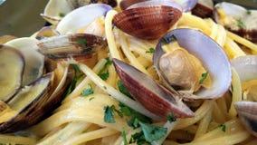 Platta av spagetti med musslor Arkivbilder