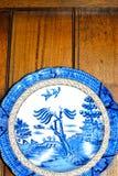 platta för porslin för modell för blå och vit pil för antikvitet arkivfoton