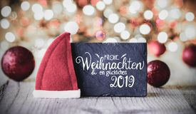 Platta kalligrafi Glueckiches 2019 hjälpmedel lycklig 2019, Santa Claus Hat royaltyfri foto