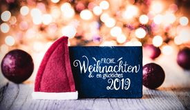 Platta kalligrafi Glueckiches 2019 hjälpmedel lycklig 2019, Santa Hat arkivbild
