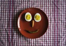 Platta med ägget och grönsaker royaltyfria bilder
