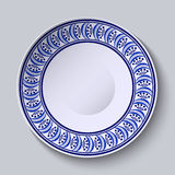 Platta med blåttprydnaden på kanten Malldesign i etnisk målning för stilGzhel porslin Royaltyfria Foton