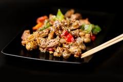Platta med kött och grönsaker Royaltyfria Foton