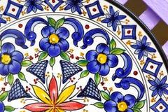 Platta på försäljning som souvenir för turister, Sevilla Royaltyfri Fotografi