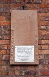 Platta som firar minnet av mötet av Lennon och McCartney Arkivfoton
