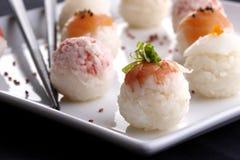 platta tjänade som sushi Arkivfoton