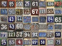 Plattan för metall för tappninggrungefyrkanten tillfogar den rostiga av nummer av gatan Royaltyfria Bilder