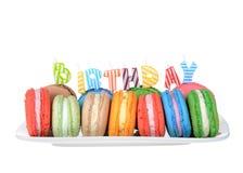 Plattan för partiet för den Macaron kakafödelsedagen isolerade arkivbild