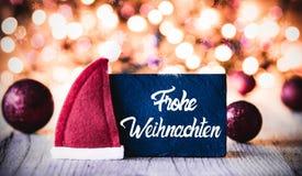 Plattan kalligrafi Frohe Weihnachten betyder glad jul, Santa Hat royaltyfri bild