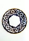 Plattan med den klassiska prydnaden stiliserad uzbekbomull på kanten är det guld- bandet Arkivbild
