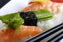 plattan tjänade som sushi Arkivbild