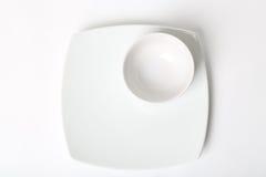Platte. Auf weißem Hintergrund lizenzfreie stockbilder